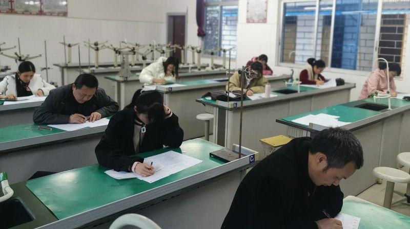 兴安中学组织老师参加桂林市2021年第一次高考模拟考试答题