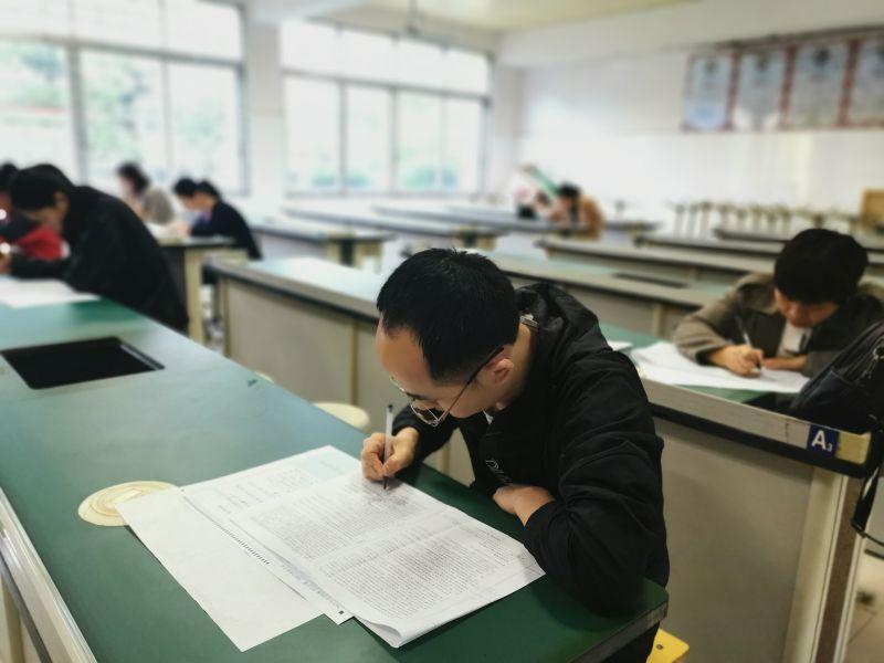 兴安中学组织老师参加桂林市2021年第二次高考模拟考试答题