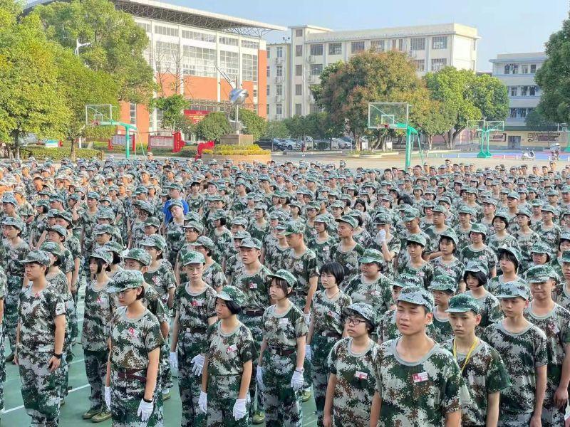 兴安中学2021级高一军训、初一养成教育拉开帷幕